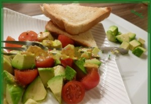 Avocado salad with tomatoes