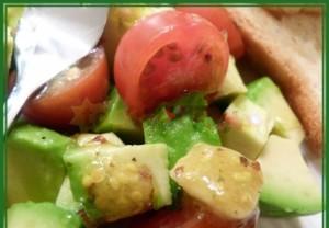 Салата  авокадо  с помидорами