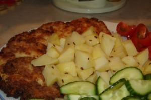 Пирожки из цветной капусты с сыром в блюде