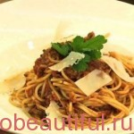 Спагети с болонезе